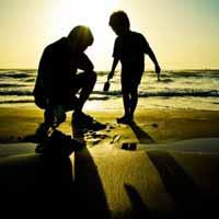 Immagine di un uomo con suo figlio