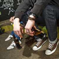 Foto di ragazzi che bevono birra