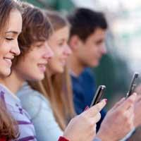 isolamento-sociale-e-cellulari