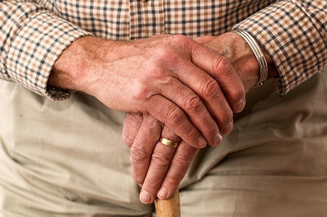 parkinson-uomo-anziano