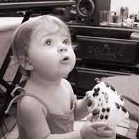 Foto bambina che gioca